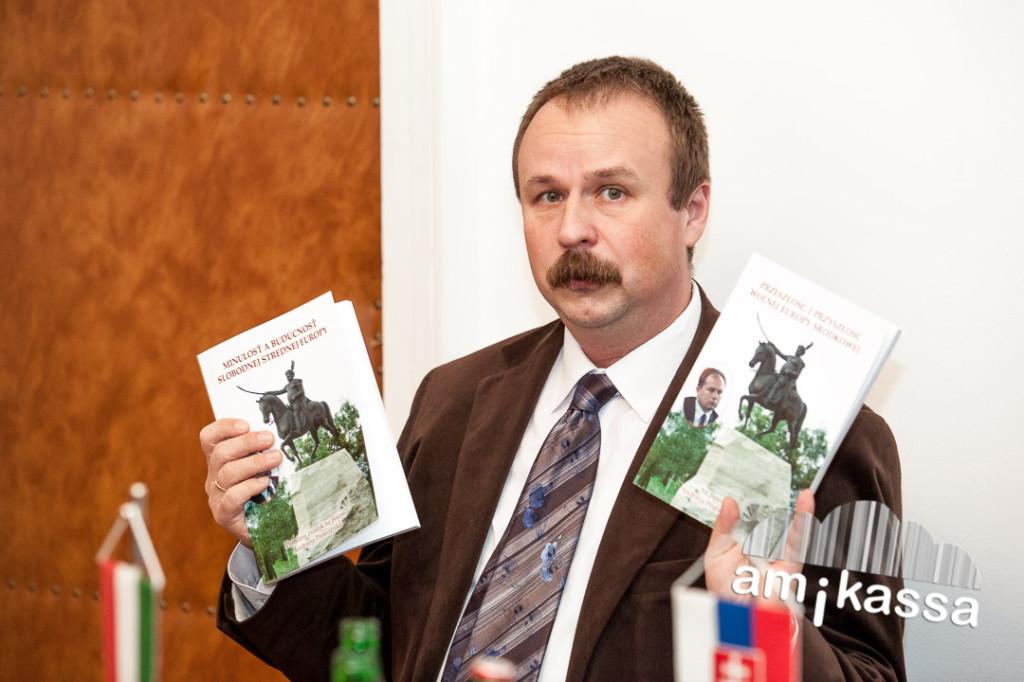 Magyarország Kassai Főkonzulátusának  főkonzulja Szesztay Ádám