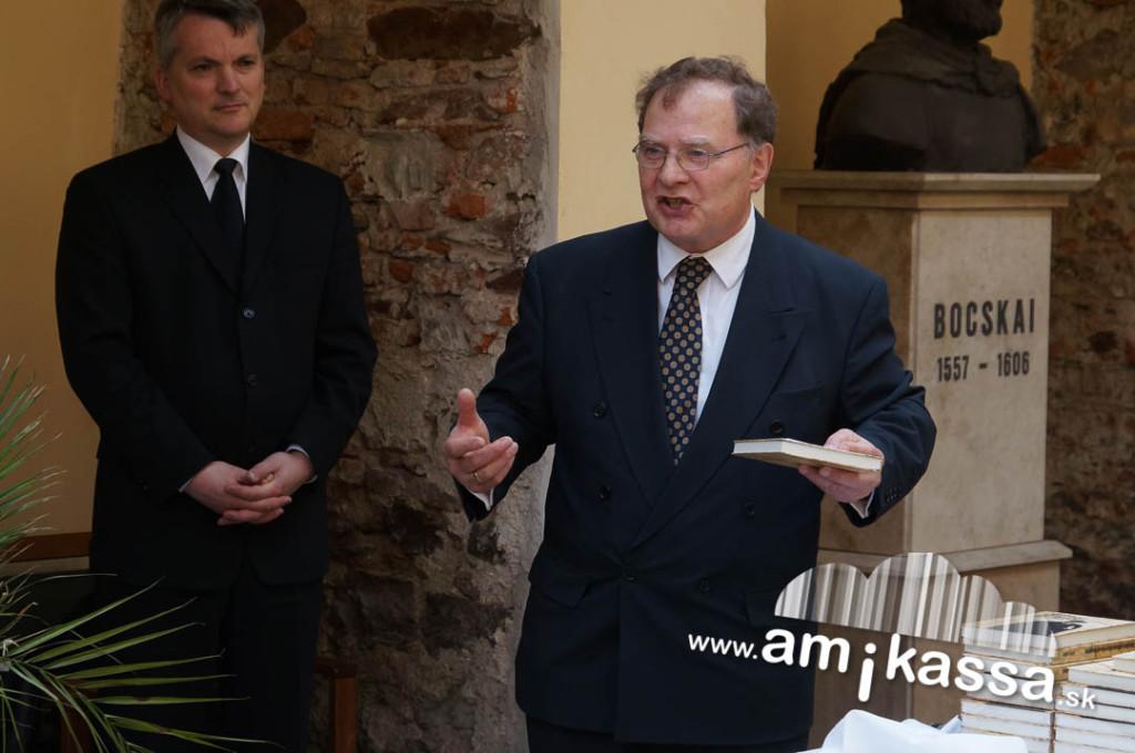 Urbán Ákos, a lelkész fia és Orémus Zoltán, esperes